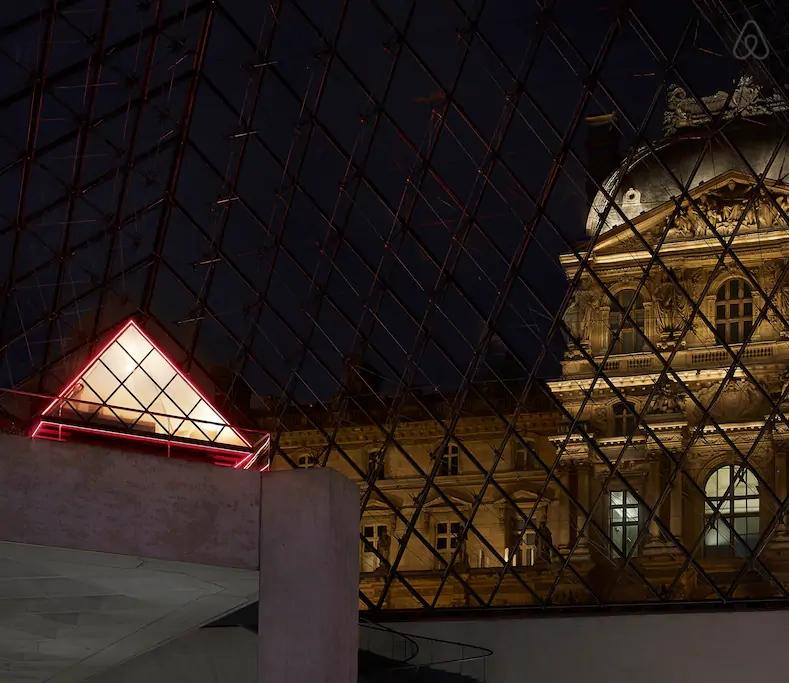 Louvre пирамида