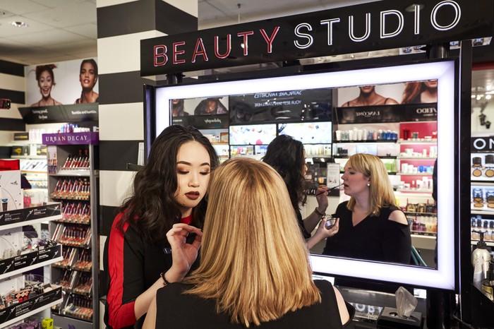 Ulta Beauty побеждает Sephora