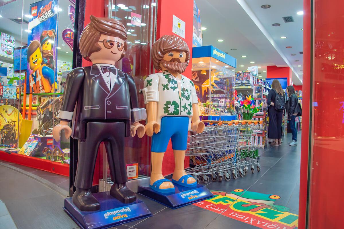 Фигурки Playmobile у магазина Lego - Depositphotos
